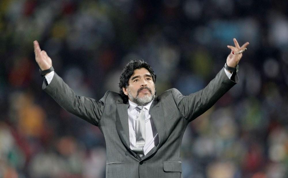 Futbol dünyasından Armando Maradona geçti - 17