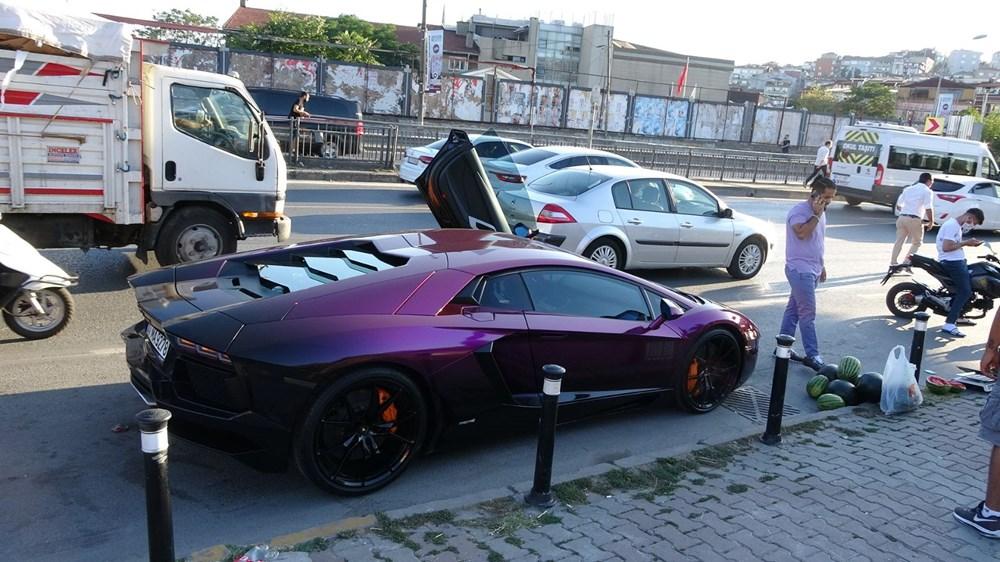 Beyoğlu'nda lüks otomobilde 5 liraya karpuz sattı - 5