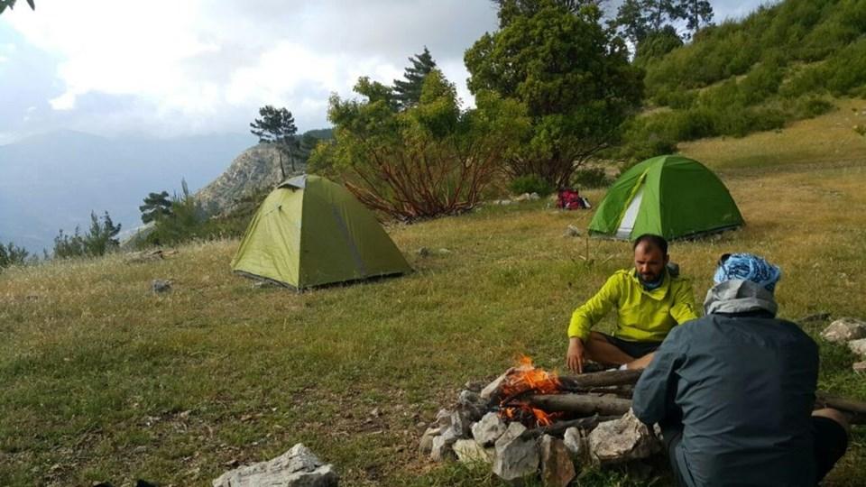 Kamp ateşinin başında enerji depoluyoruz.