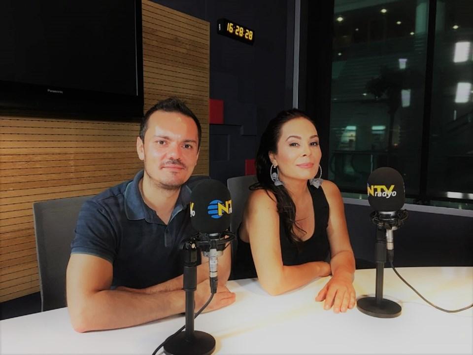 """Sağıroğlu, NTV Radyo'da Suat Kavukluoğlu'nun """"Müzik Defteri"""" programına konuk oldu."""