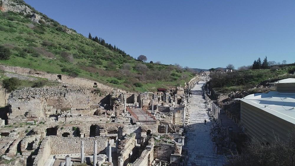 Efes Antik Kenti, pandemi döneminde de güvenli turizmin adresi oldu - 9