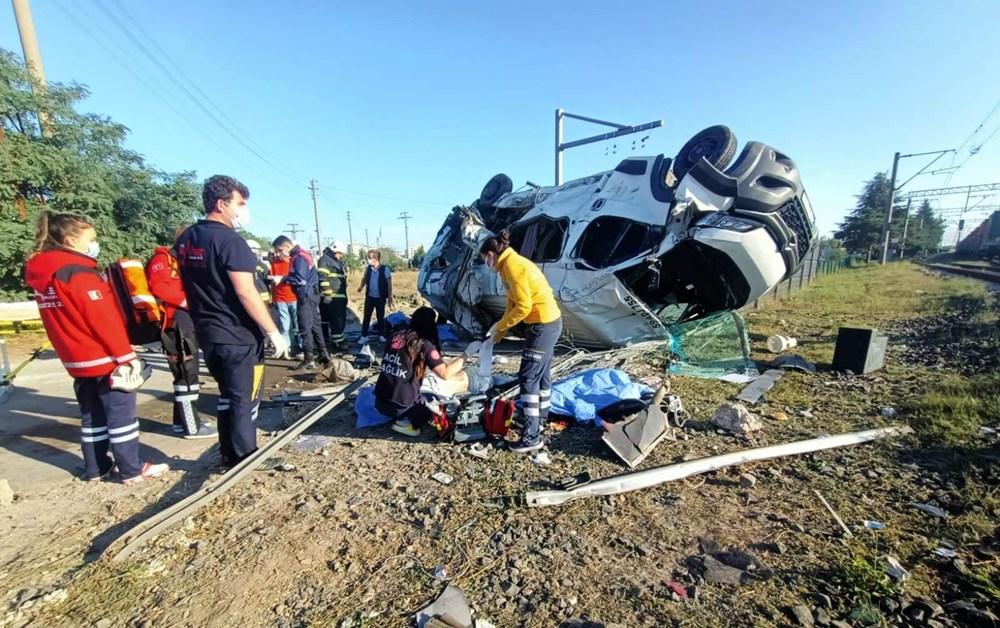 Tekirdağ'ın Ergene ilçesinde yük treni minibüse çarptı: 6 ölü - 7