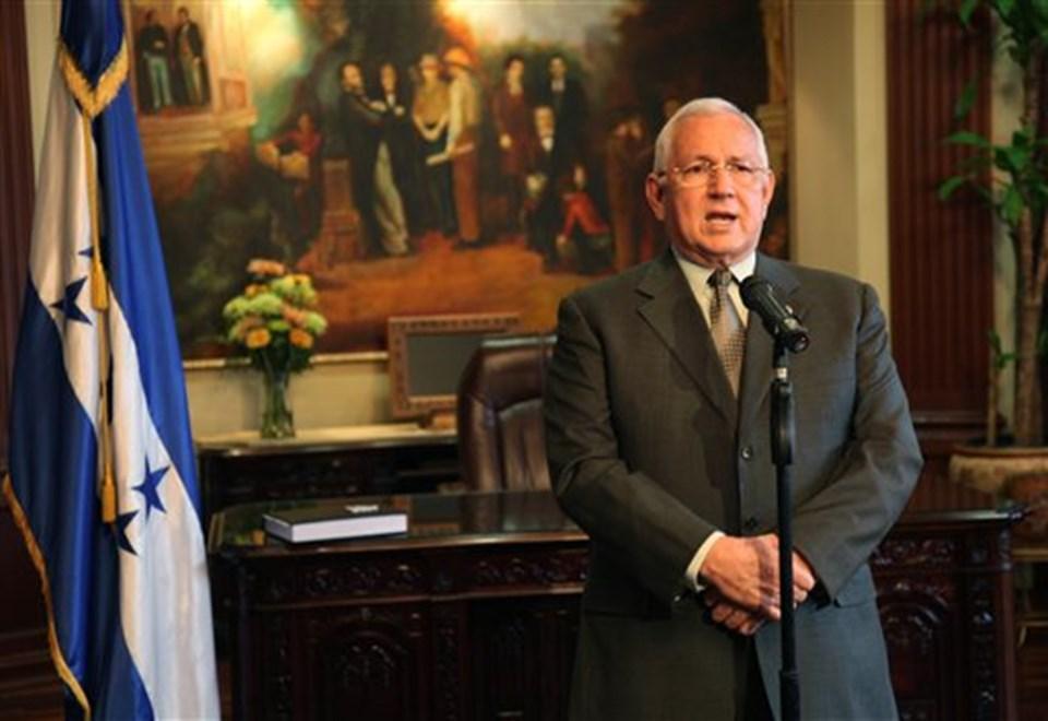 Honduras'ta kurulan geçici hükümetin lideri Roberto Micheletti.
