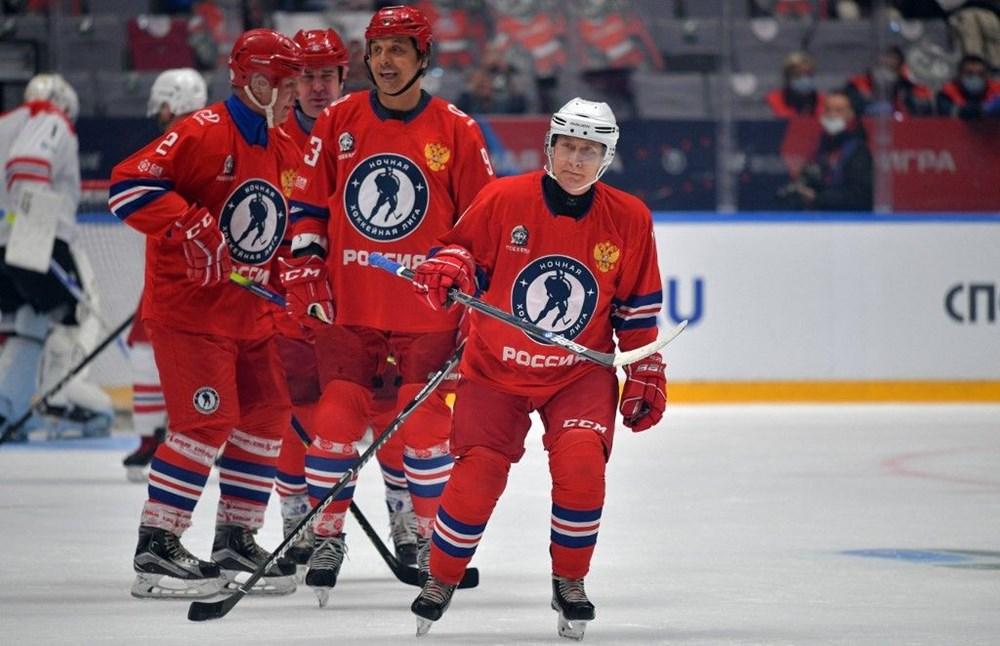 Putin'in renkli anları: Buz Hokeyi Gece Ligi'nin gala maçında sahada - 3