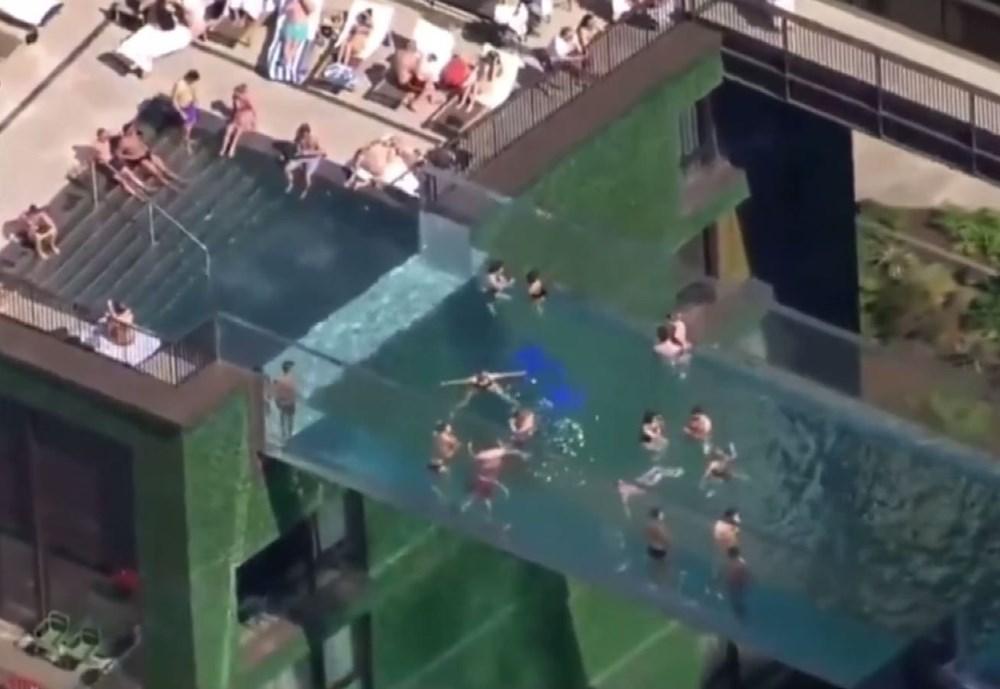 Dünyanın ilk transparan gökyüzü havuzu 'Embassy Gardens' ziyaretçi akınına uğradı - 5