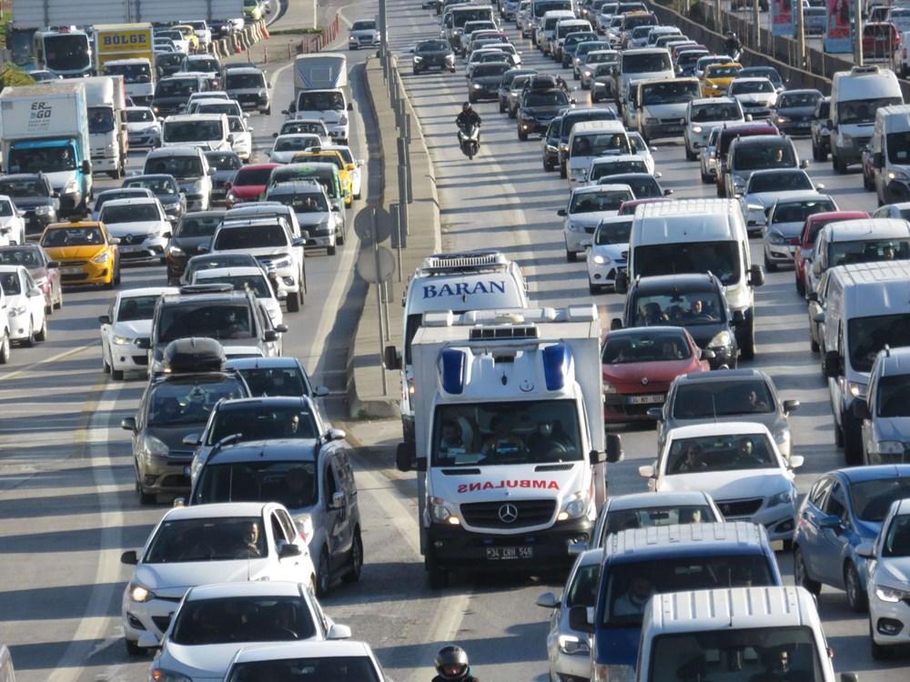 Hafta sonu kısıtlaması öncesi İstanbul trafiği kilit - 9