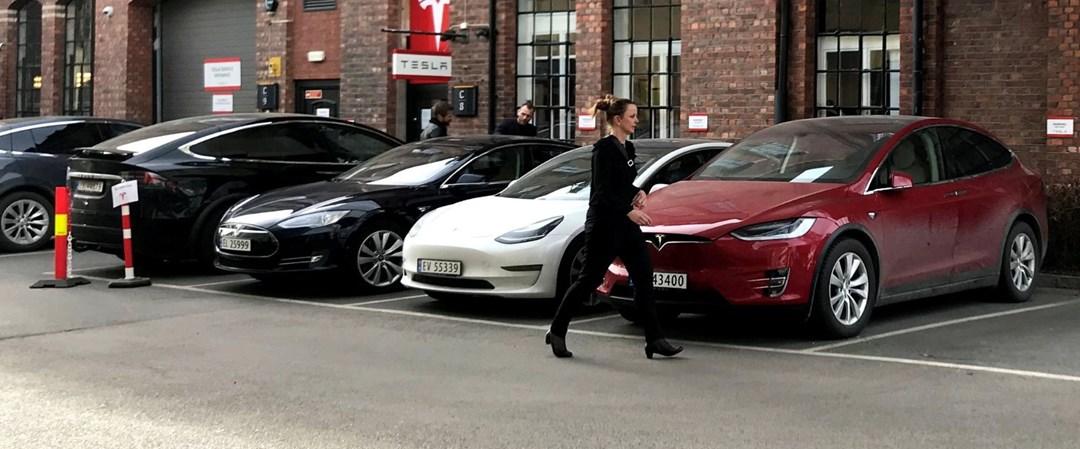 Tesla Taksi