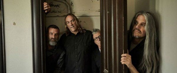 Alternatif metal grubu Tool Billboard 200'de liste başı
