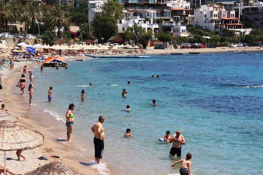 Hava sıcaklığının 32 dereceyi bulduğu Bodrum'da sahiller doldu taştı - 8