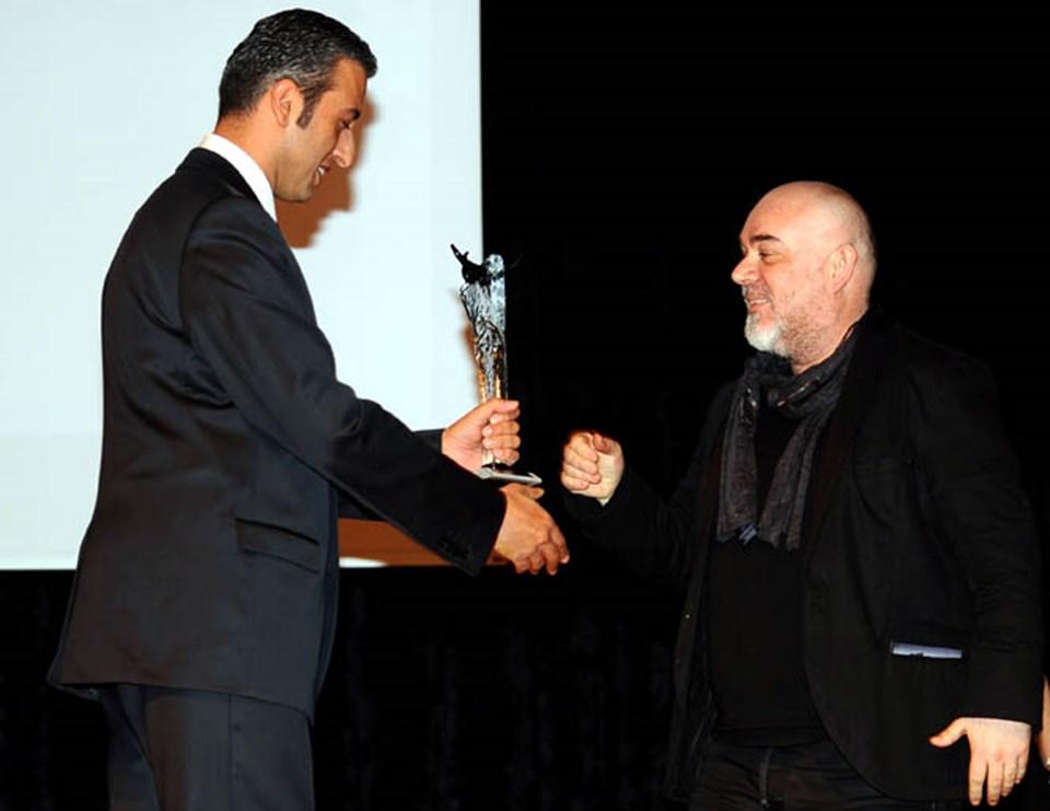 Törende en iyi erkek oyuncu ödülünü Güven Kıraç aldı.
