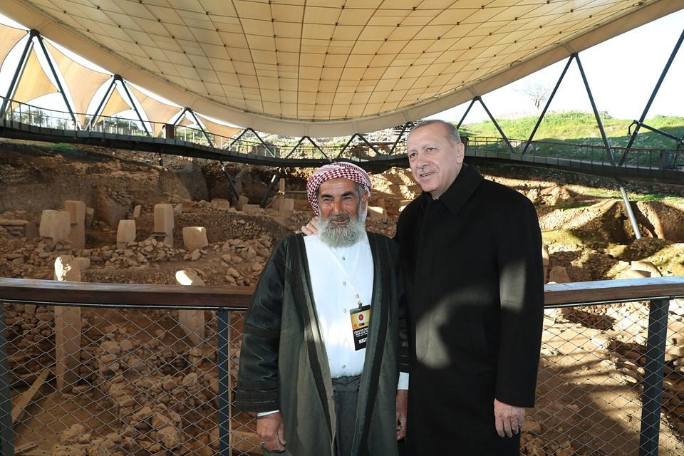 Cumhurbaşkanı Erdoğan, tören öncesi Ören Yeri'nde incelemelerde bulunup arazinin eski sahibi 66 yaşındaki Mahmut Yıldız ile fotoğraf çektirdi.