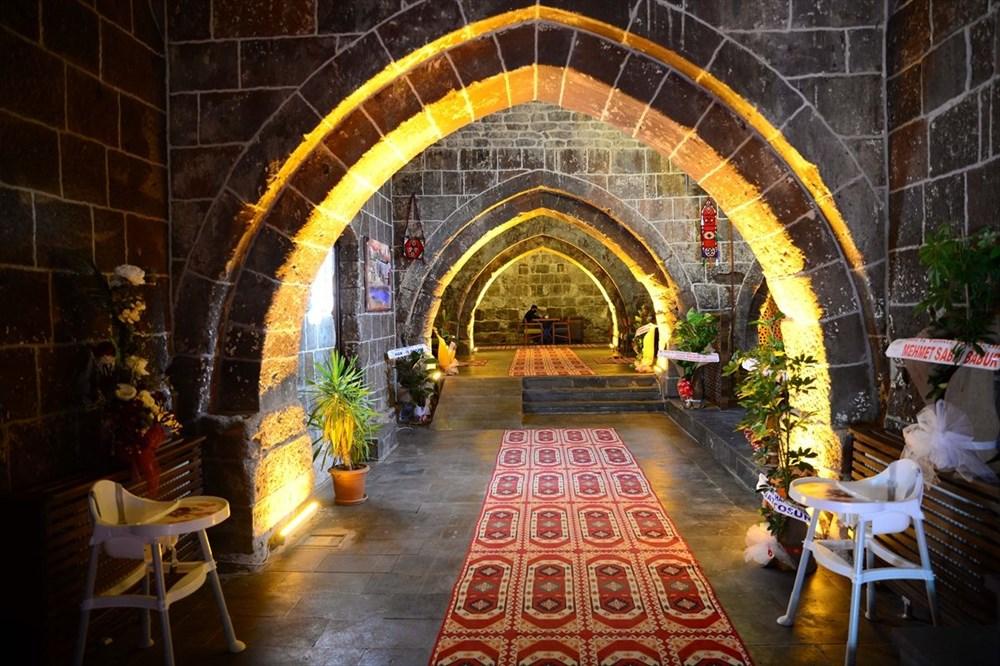 Bitlis'te 5 asırlık han ziyaretçilerini zamanda yolculuğa çıkarıyor - 5