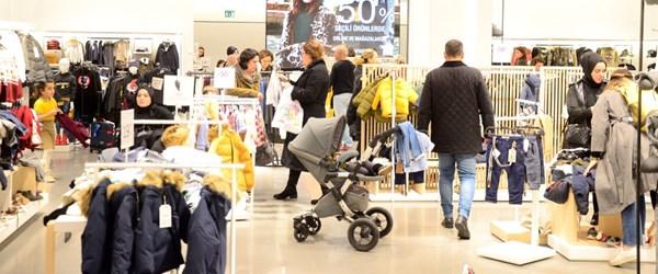 İstMarina Alışveriş Merkezi'ndeEfsane Cuma izdihamı!