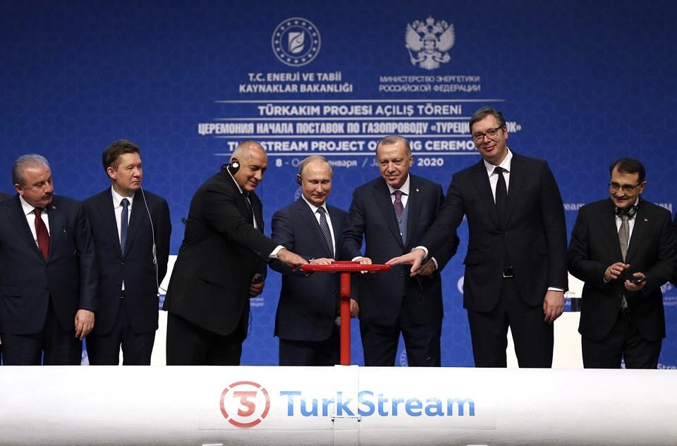 Erdoğan, Putin, Vucic ve Borisov'un sembolik vanayı açmasıyla TürkAkım'dan Türkiye'ye gaz arzı başladı.