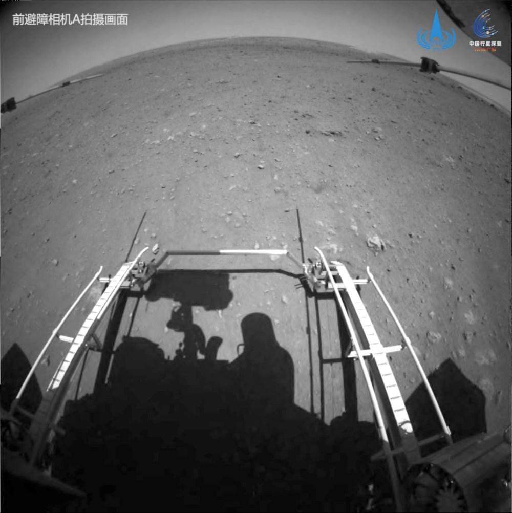 Çin'in uzay aracı Zhurong, Mars'ta ilk sürüşünü gerçekleştirdi - 4