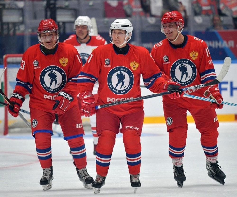 Putin'in renkli anları: Buz Hokeyi Gece Ligi'nin gala maçında sahada - 6