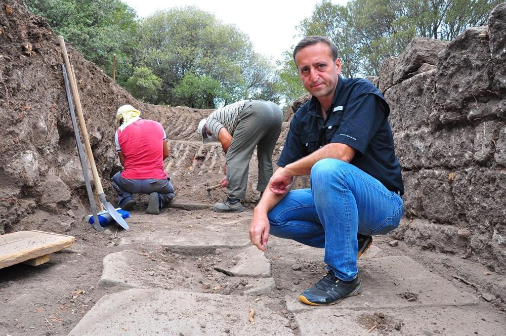 Aigai'deki kazılarda 2 bin yıllık Roma Yolu bulundu - 3