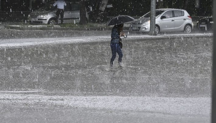 """Akdeniz ve Marmara'da bazı iller için """"aşırı yağış"""" uyarısı"""