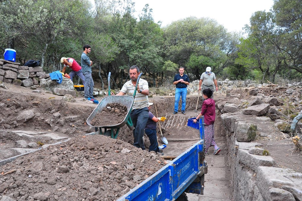 Aigai'deki kazılarda 2 bin yıllık Roma Yolu bulundu - 4