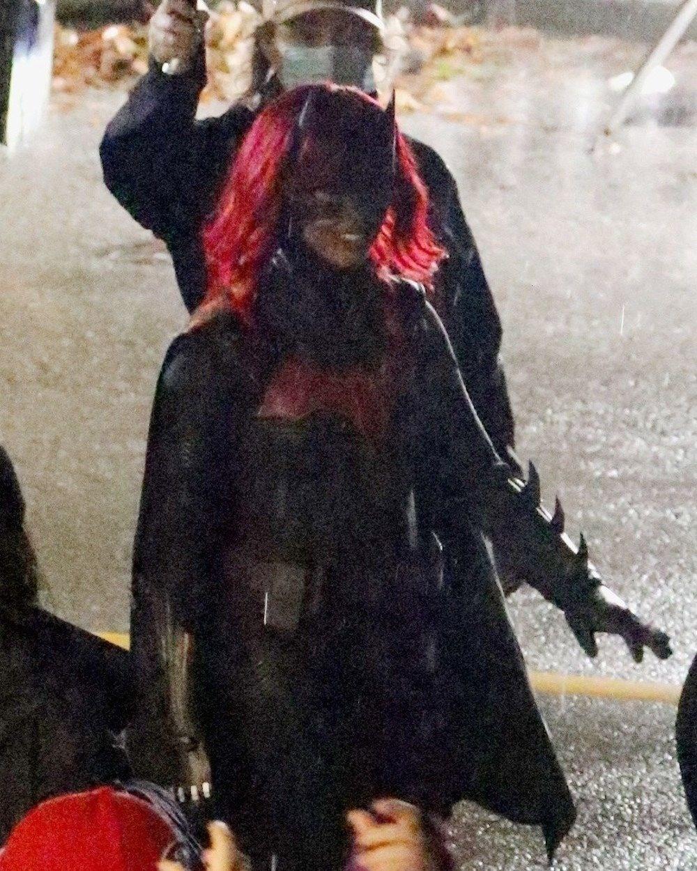 İlk siyah Batwoman'dan ilk resmi kostümlü görseller - 4