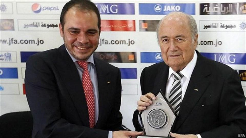 Prens Ali Bin el Hüseyin (solda)Sepp Blatter (sağda)
