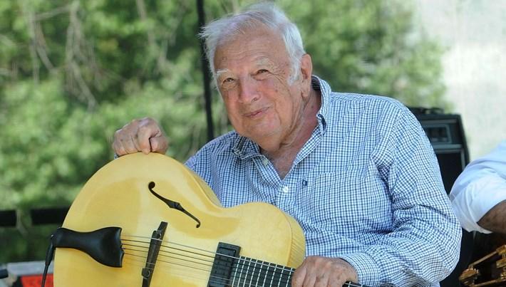 Caz müziğinin efsane isimlerinden Bucky Pizzarelli hayatını kaybetti (Corona'ya yenilen ünlüler)