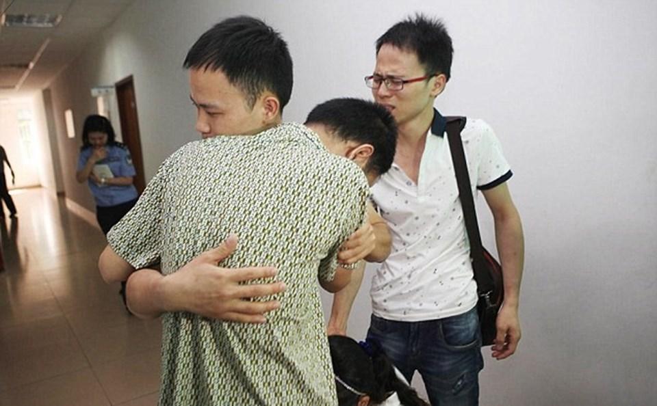 20 yıl sonra oğullarına kavuşan anne baba, aynı gün kaçırılan kızlarının da bulunmasını istiyor.