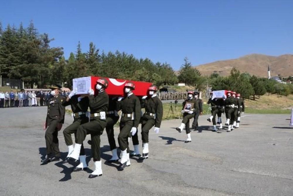 Şehit askerler için tören - 10