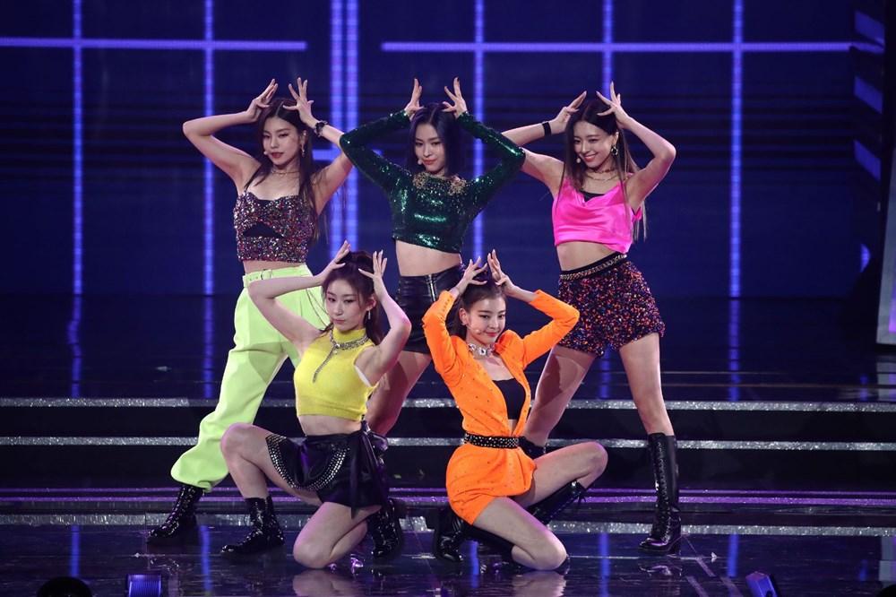 Time'a göre 2020'nin en iyi K-pop şarkıları ve albümleri - 9
