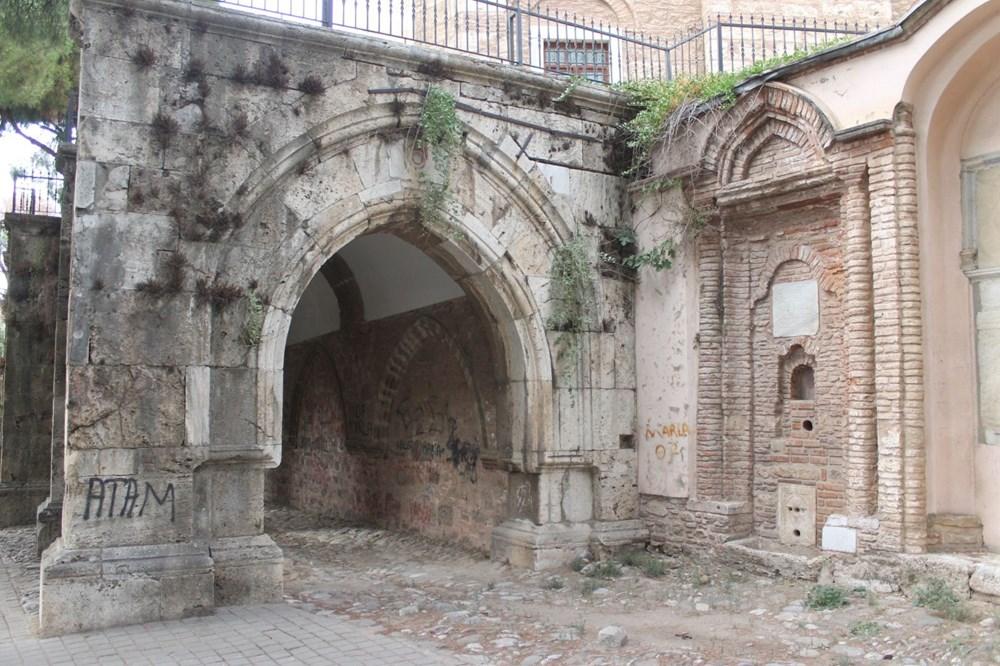 2,5 asırlık tarihi Cihanoğlu Külliyesi karalama duvarı haline geldi - 2