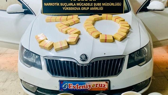 Gelin arabası gibi süslenen otomobilde kilolarca uyuşturucu