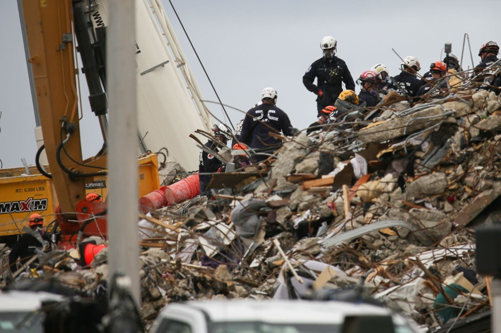 Biden visits: Race against time in collapsing building - 2