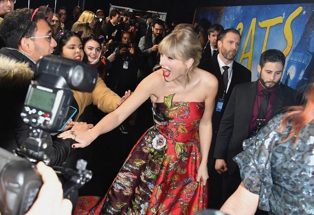 Taylor Swift'in Folklore albümü Billboard 200 zirvesinden inmiyor - 3