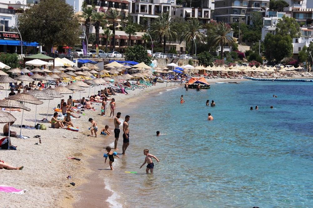 Hava sıcaklığının 32 dereceyi bulduğu Bodrum'da sahiller doldu taştı - 6