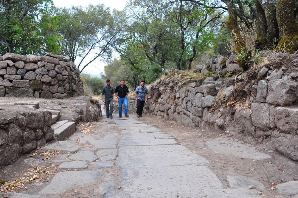 Aigai'deki kazılarda 2 bin yıllık Roma Yolu bulundu - 6