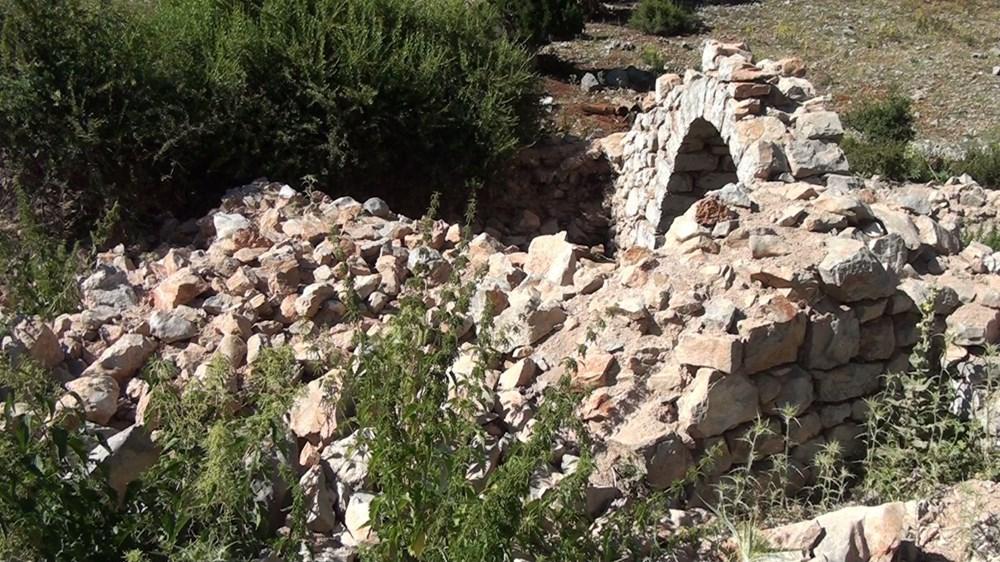 Tarihi Nodar Han ve hana ait kemerli kuyu define avcıları tarafından talan edildi - 7