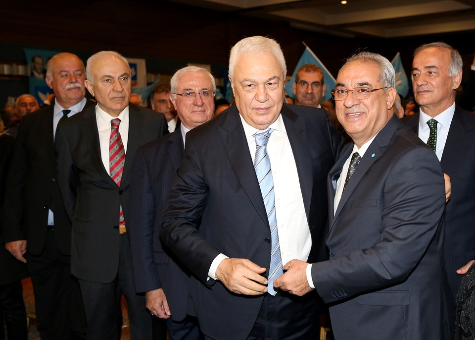 Gaziantep Büyükşehir Belediye Başkan Adayı Celal Doğan (ortada)
