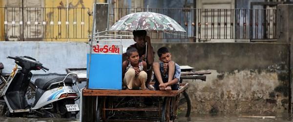 Hindistan'da muson yağmurları 2 binden fazla can aldı