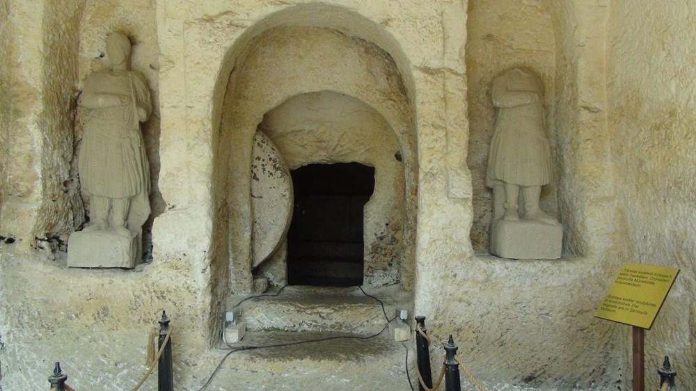 Şanlıurfa'da 2 bin yıllık tarihi kaya mezarları ziyarete açıldı - 6