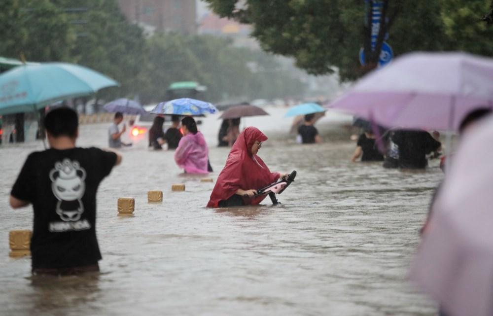 Çin'de 'bin yılın en şiddetli yağmuru' sele neden oldu: 16 can kaybı - 1