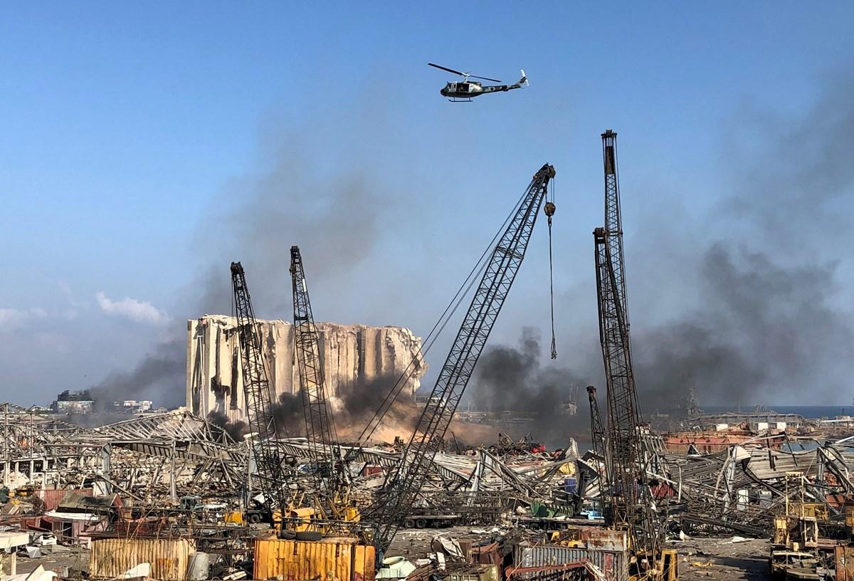 Patlama sonrası yangın uzun süre devam etti.