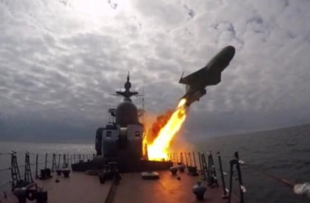 Karadeniz'de uçan tank: İçindeki askerlerle iniş yapıp, ateş etti - 2