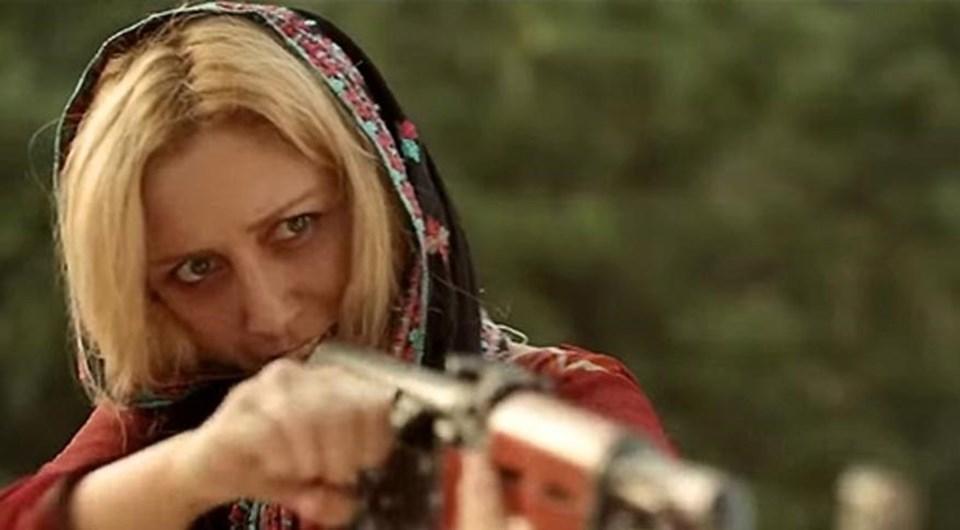 """Emel Karaköse, """"Revenge of the Worthless"""" ile, Pakistan yapımı bir filmde rol alan ilk Türk kadın oyuncu oldu."""