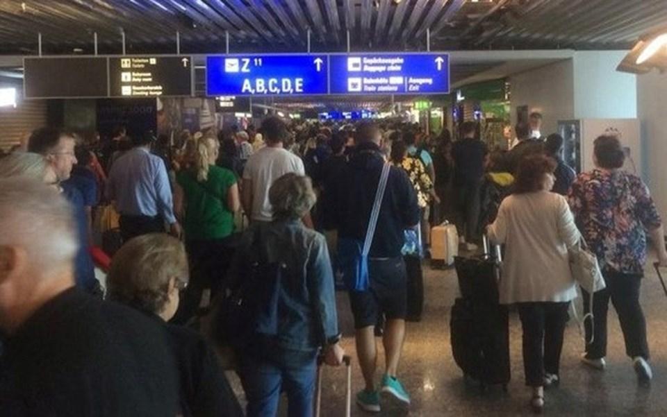 Yaşanan olay nedeniyle bazı uçuşların rötarlı yapılacağı açıklandı.