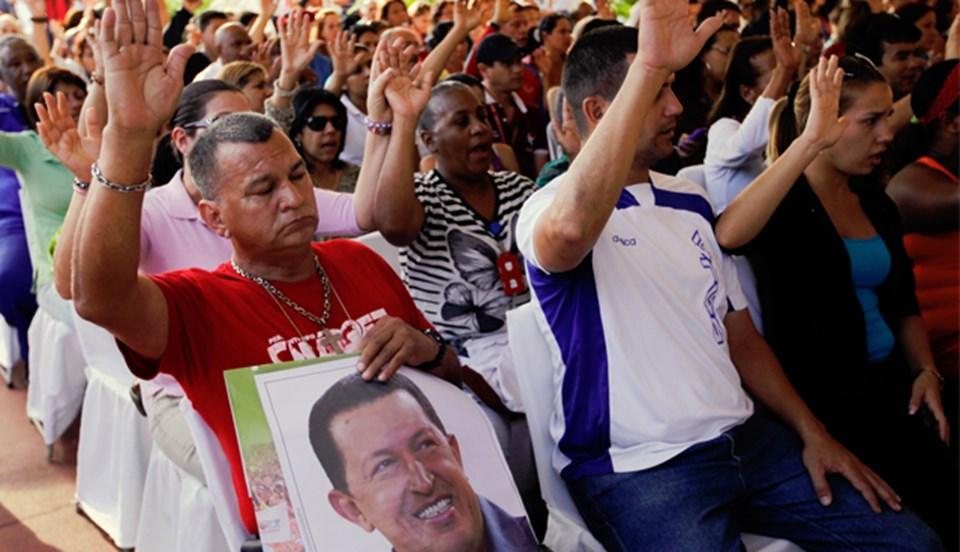 Destekçileri, başkent Caracas'ta Chavez'in sağlığına kavuşması için toplu dua ayinleri düzenledi.
