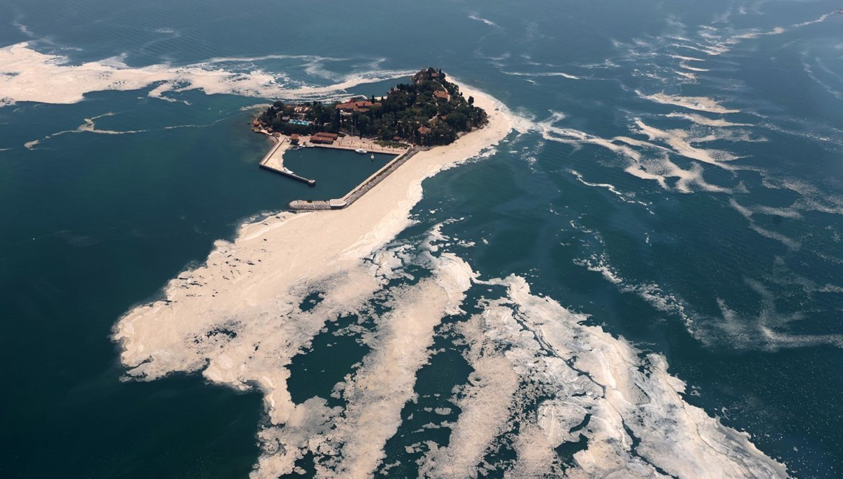 Müsilaj havadan görüntülendi: Deniz salyası her yerde