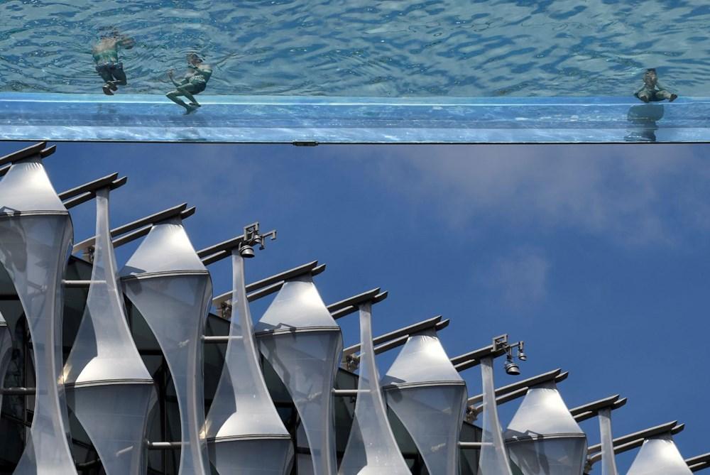 Dünyanın ilk transparan gökyüzü havuzu 'Embassy Gardens' ziyaretçi akınına uğradı - 8