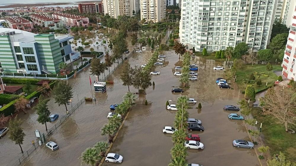 İzmir'de yağışın ardından deniz taştı: 1 kişinin cansız bedenine ulaşıldı - 1