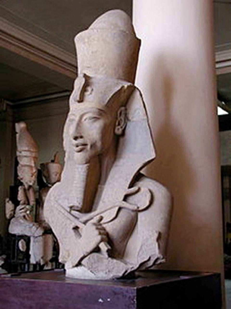 IV. Amenhotep olarak da bilinenMısırfiravunu Akhenaton