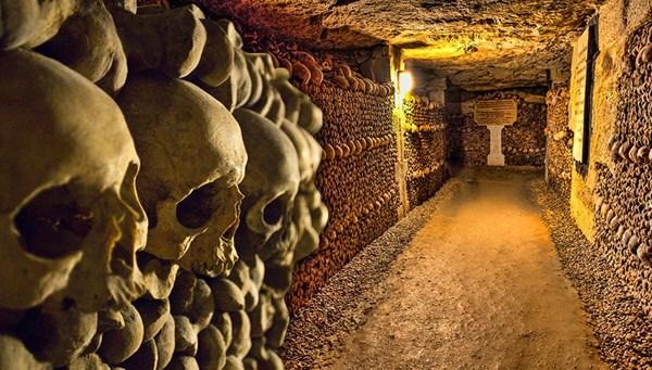 Dünyanın en korkutucu yerlerinden birisi: Paris Yeraltı Mezarlığı